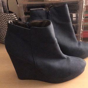Women's wedge ankle bootie, size 9, 5 inch heel